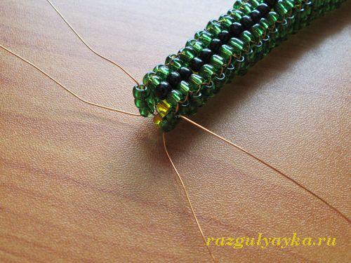 плетем хвост змеи из бисера